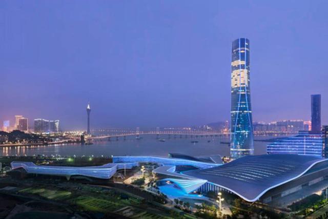 อันดับ 9 (ร่วม) อาคารโรงแรมจูไห่ เซนต์ริจิส (Zhuhai St. Regis Hotel & Office Tower), จูไห่, ประเทศจีน สูง 323 เมตร