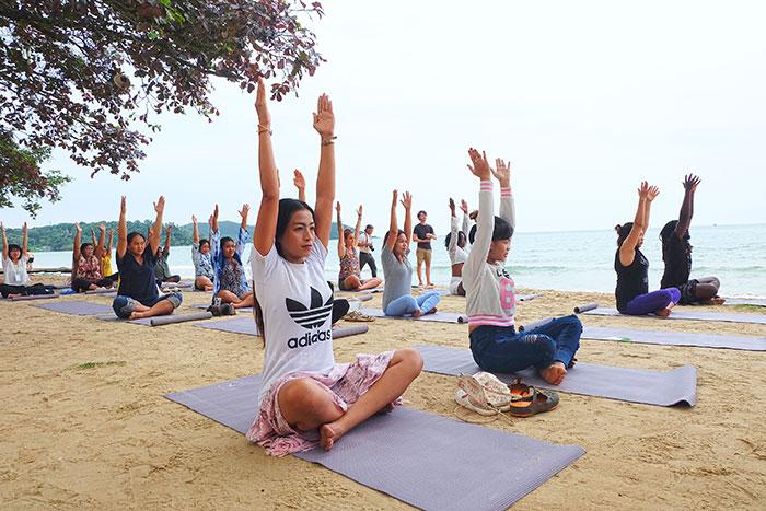 กิจกรรม Yoga on the Beach