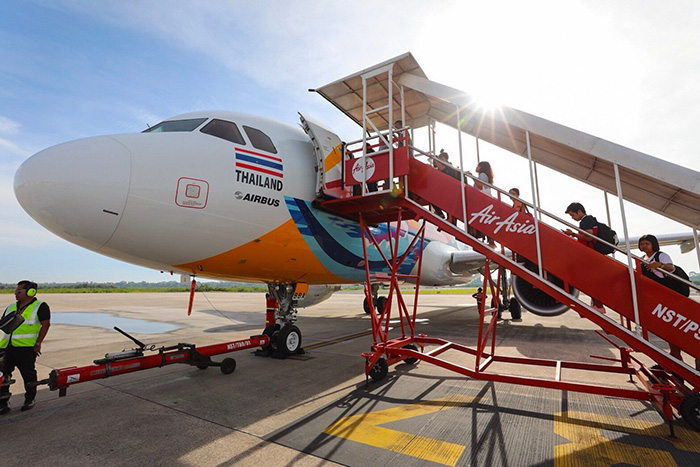 ผู้โดยสารนั่งเครื่องบินสีสันธารา เดินทางสู่จังหวัดนครศรีธรรมราช