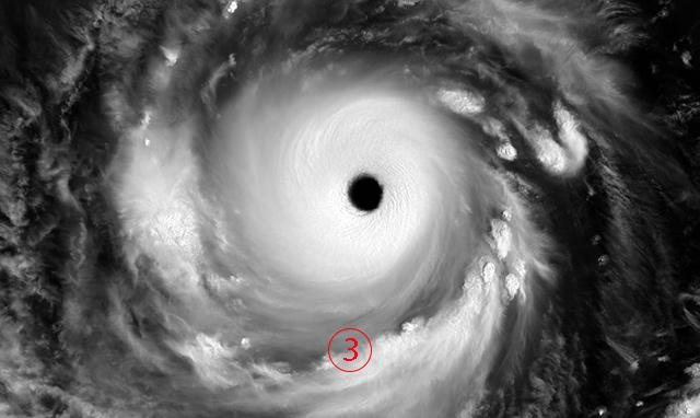 <br><FONT color=#00003>นัยน์ตาแห่งพายุ โดยดาวเทียมฮิมาวารี-8 ถ่ายจากมุมเฉียง. </a>
