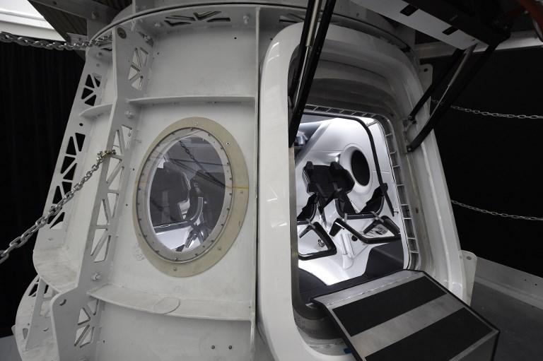 แคปซูลดรากอนสำหรับให้มนุษย์อวกาศนาซาฝึกใช้งาน  (ROBYN BECK / AFP)