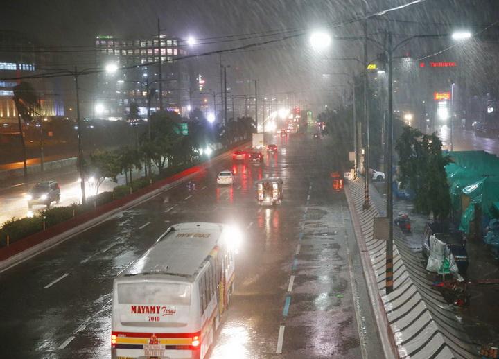 ซุเปอร์ไต้ฝุ่นทรงพลัง มังคุด ขึ้นฝั่งทางเหนือของฟิลิปปินส์เมื่อช่วงเช้ามืดวันเสาร์(15ก.ย.) ด้วยความเร็วลมมากกว่า 200 กิโลเมตรต่อชั่วโมง ก่อลมกระโชกรุนแรงและฝนตกหนักและทำไฟฟ้าดับในบางพื้นที่แต่ยังไม่มีรายงานผู้เสียชีวิตหรือได้รับบาดเจ็บ