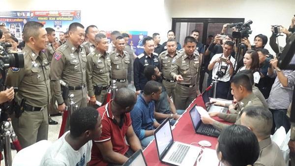 จับอีก 8 เครือข่ายแสร้งรักออลไลน์ ทั้งชาวไนจีเรีย และคนไทย รวม 17 คน