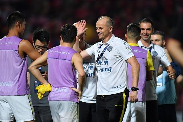 บุรีรัมย์ ยืดอกรับตำแหน่งทีมที่ดีที่สุดของไทยลีก
