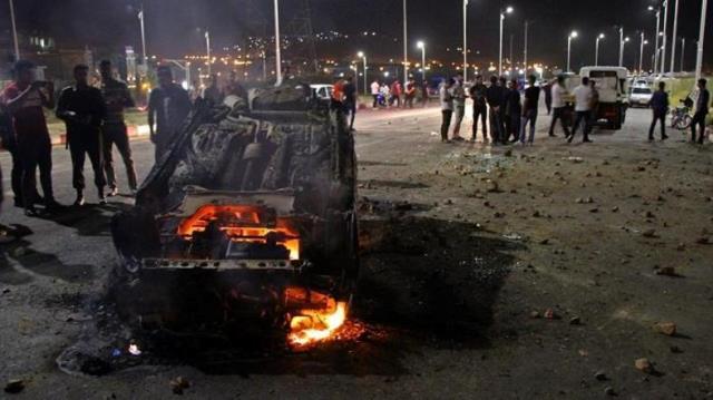 """สลด! รถบัสชน """"รถบรรทุกน้ำมัน"""" ในอิหร่าน ไฟลุกท่วม คร่า 19 ชีวิต"""