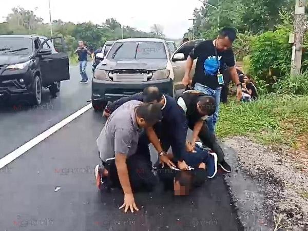 ระทึก! กองปราบขับรถไล่ล่าเซียนวัวผู้ต้องหาหนีหมายจับคดียิงถล่มบ้านคู่อริปี 57