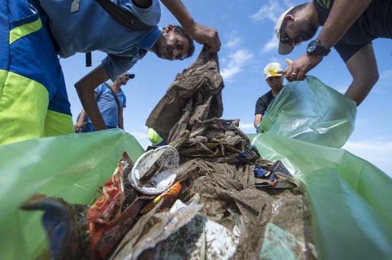 สุดท้ายพลาสติกที่เราทิ้งสู่แวดล้อม ก็กลับมาถึงตัวเรา (FADEL SENNA / AFP )