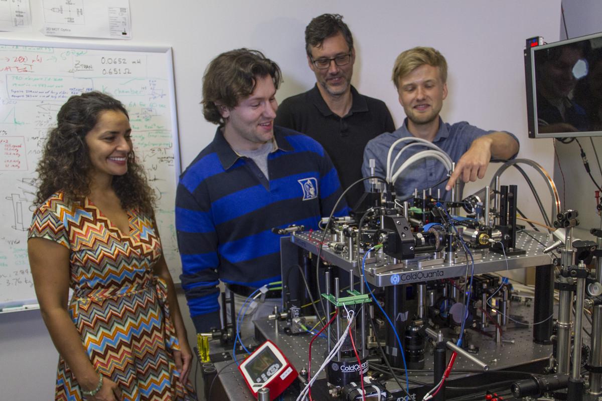 สมาชิกทีม Cold Atom Laboratory ของ NASA (NASA/JPL-Caltech)