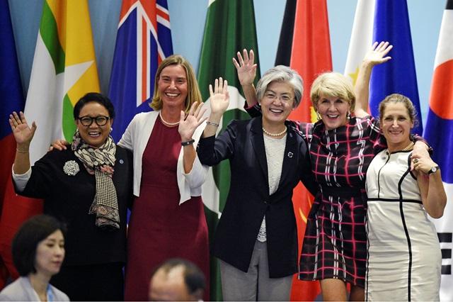 """แคนาดาจัดประชุม """"รมต.ต่างประเทศหญิง"""" ครั้งแรกของโลก"""