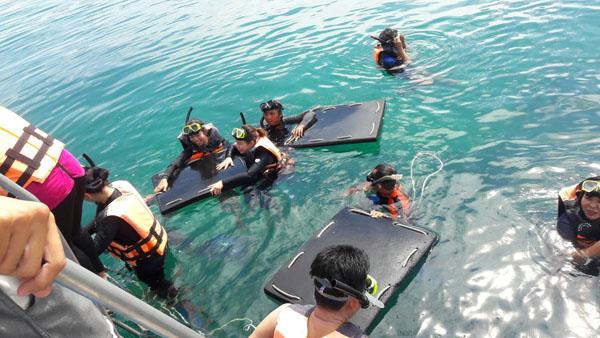 ทช.ลงพื้นที่เกาะทะลุ แนะข้อปฏิบัติต่อ นทท.เมื่อพบฉลามวาฬ