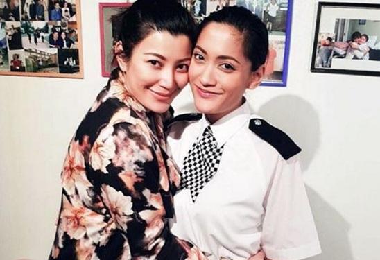 """ภูมิใจสุดๆ """"เอมมี่ มรกต"""" บินลัดฟ้าร่วมยินดีน้องสาวได้เป็นตำรวจหญิงที่ลอนดอน"""