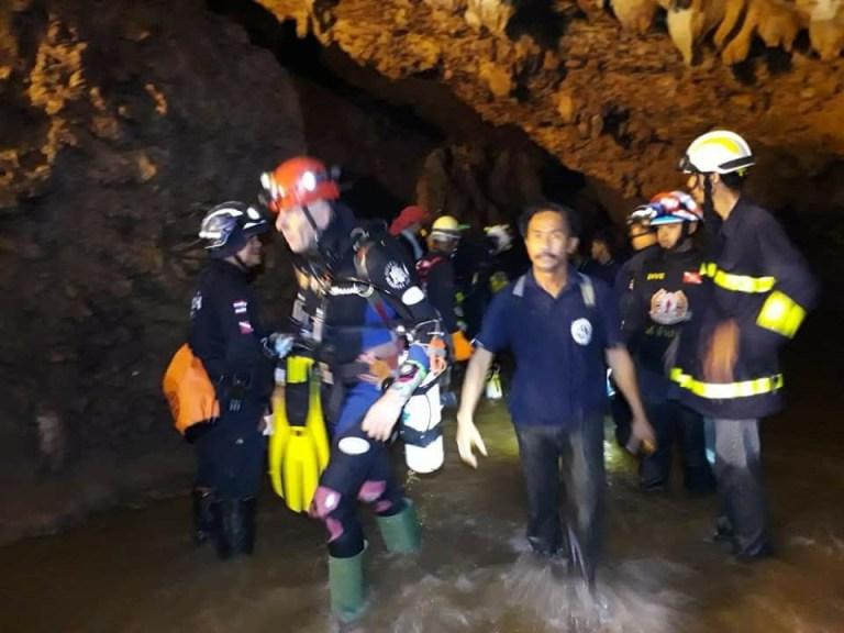 """ย้อน 4 คนไทยติดถ้ำหลวง """"กลุ่มน้ำบาดาล"""" แอบตามหลืบไปทำงาน ฮีโร่อังกฤษออกมาช่วย"""