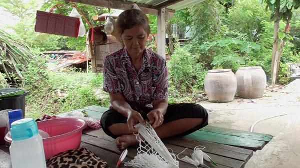 ภูมิปัญหาชาวบ้าน! ป้าวัย 61 ปี  ภูมิปัญญาชาวบ้านถักเปลนอนเด็กแบบโบราณ ขาย