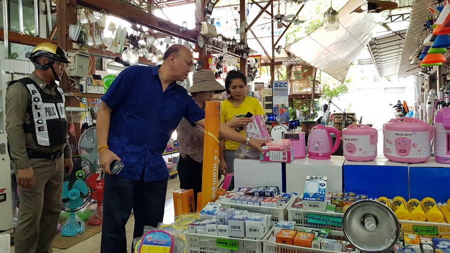 ตรวจเข้มร้านค้าตลาดท่าเสด็จเตรียมรับนักท่องเที่ยวร่วมงานบั้งไฟโลก