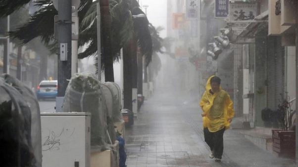 """""""ไต้ฝุ่นจ่ามี"""" จ่อเข้าตอนใต้ญี่ปุ่น สนามบินคันไซเตรียมปิดรันเวย์อีกรอบ-ยกเลิกเที่ยวบิน"""