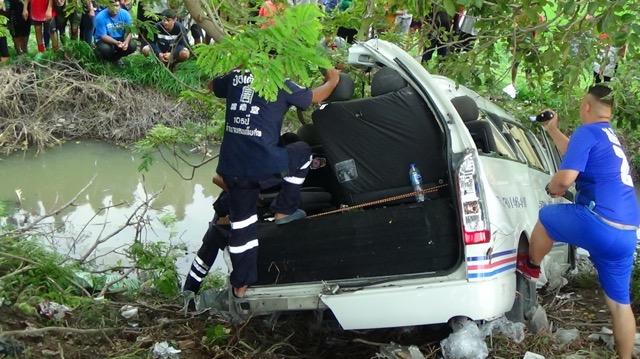 รถตู้โดยสารพลิกคว่ำ เสียชีวิต 1 ราย บาดเจ็บ 4 ราย