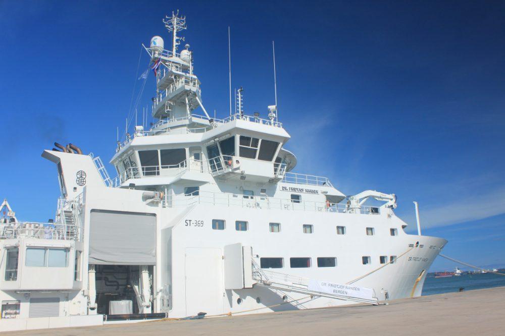 """ถึงไทยแล้ว """"เรือ ดร.ฟริทจอฟ"""" เทียบท่าภูเก็ต เตรียมสำรวจทรัพยากรและมลภาวะทะเลไทย 1-15 ต.ค.นี้"""