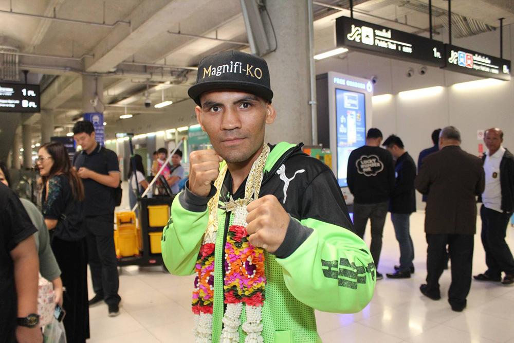 """""""อิราน ดิอาซ"""" ถึงไทยแล้ว พร้อมคุยโต!! กระชากเข็มขัดแชมป์จาก """"ศรีสะเกษ"""""""