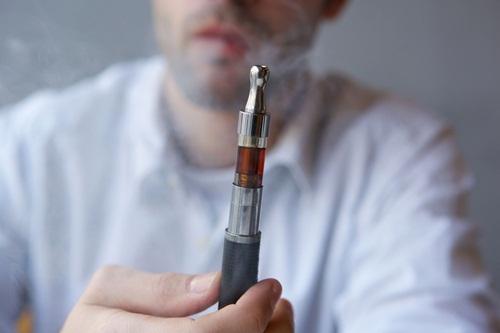 """4 ความเชื่อผิดๆ ทำวัยรุ่นสูบ """"บุหรี่ไฟฟ้า"""" งานวิจัยย้ำชัดไม่ช่วยลดสูบ"""