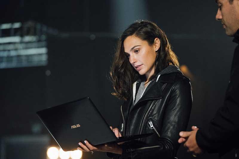 ชมโฉม ScreenPad จุดขายหลักโน้ตบุ๊ก 2 จอ ZenBook Pro 15