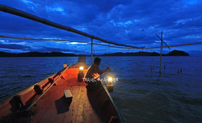ติดไฟล่อปลาที่บาม