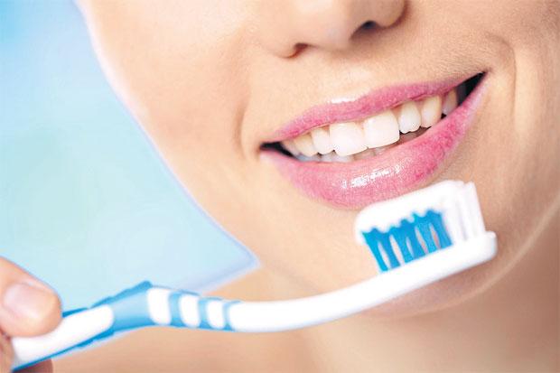 """อย่าเชื่อ!! """"ยาสีฟันเติมเนื้อฟันผุ-น้ำยาบ้วนปากสลายคราบหินปูน"""" ไม่มีจริง"""