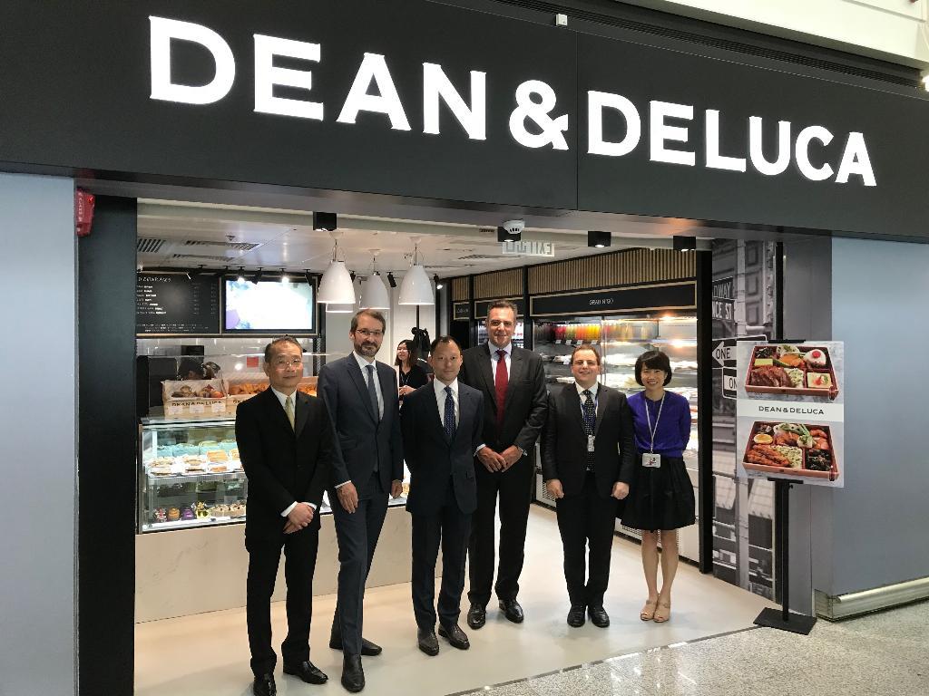 """""""เพซ""""มอบสิทธิ์เอ็กซ์คลูซีฟแฟรนไชส์""""Lagardère Travel Retail"""" เปิดดีนแอนด์เดลูก้าในจุด Travel Retail ทั่วโลก ตั้งเป้าเปิด 150 สาขา ภายใน 5 ปี"""