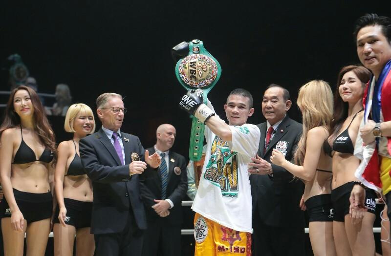"""""""ศรีสะเกษ"""" ชนะคะแนน """"ดิอาซ"""" ป้องกันแชมป์ WBC 115 ปอนด์"""