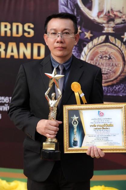 """""""พ.ต.ท.ระพิน ชาติไทย"""" สุดปลื้ม!!! เข้ารับรางวัล ราษฎร์บัณฑิต สาขา ศิลปะและวัฒนธรรมดีเด่น ประจำปี 2561"""
