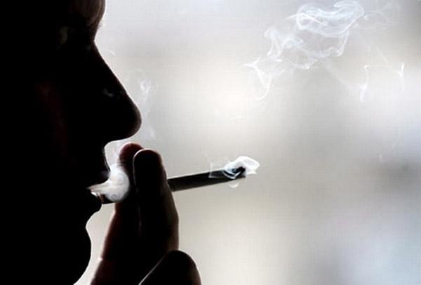 """""""บุหรี่"""" ทำตายก่อนวัยเกือบ 18 ปี ชายไทย 1 ใน 6 ทุกข์ทรมานก่อนตาย"""