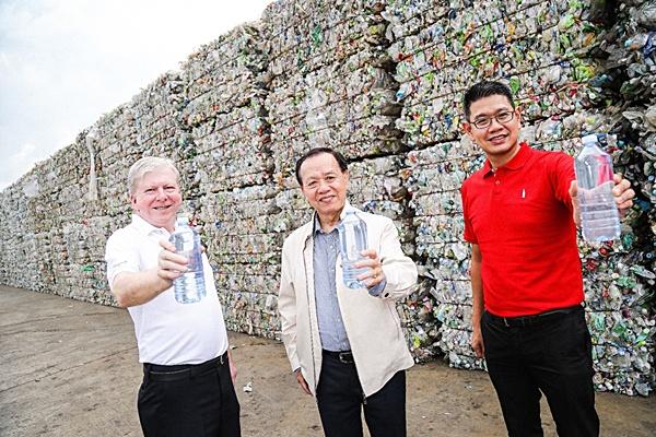 """ผลักดันรัฐใช้ขวดพลาสติกรีไซเคิล """"ลดปัญหาขยะพลาสติกอย่างยั่งยืน"""""""