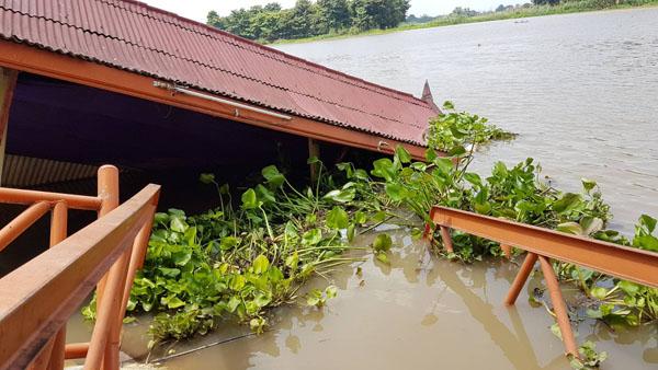 ชาวบ้านร้อง โป๊ะหน้าวัดธรรมามูล ล่มในแม่น้ำเจ้าพระยา นาน2 เดือน ไม่มีหน่วยงานเข้าเก็บกู้ หวั่นเกิดอันตราย