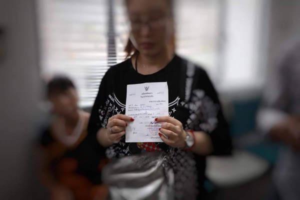 พัทยาฉาวอีก!! นักท่องเที่ยวจีนแฉไกด์เถื่อนเปลี่ยนตัวเลขค่าปรับทิ้งขยะที่สาธารณะ