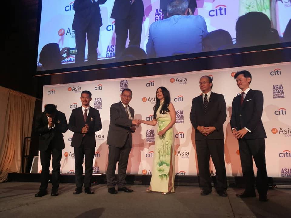 """""""ผู้ว่าฯณรงค์ศักดิ์"""" รับรางวัล Asia Game Changer Awards จากภารกิจถ้ำหลวง"""