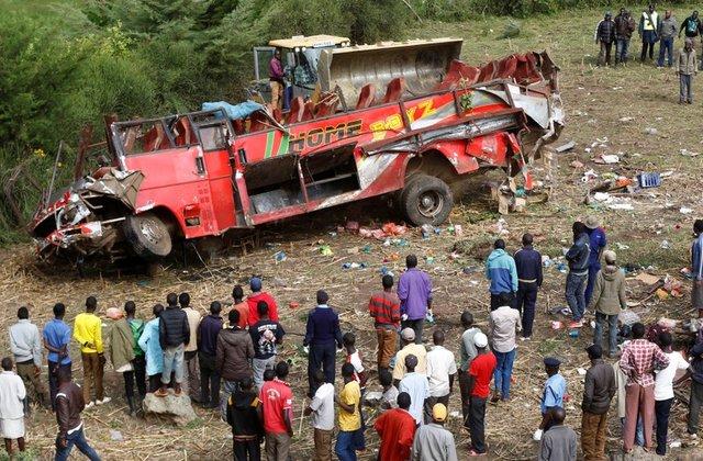 รถบัสเคนยาแหกโค้งตกเขา ตายเกลื่อน 50 ศพ