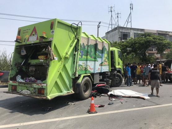 โจ๋ 19 ซิ่งจยย.พุ่งชนรถบรรทุกขยะเสียชีวิตคาถนนปานวิถี ย่านบางบ่อ