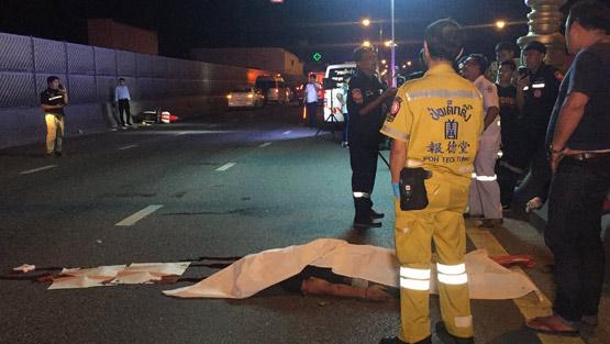 หนุ่มใหญ่วัย 52 ขับจยย. ถูกรถปริศนาชนดับคาสะพานพระรามสี่