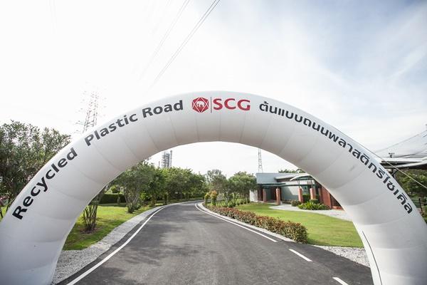 """เปิดตัว""""ถนนจากขยะพลาสติก""""แห่งแรกในไทย ผ่านแล็ปจุฬาฯ ทดสอบแข็งแรงกว่ายางมะตอยปกติถึง 30%"""