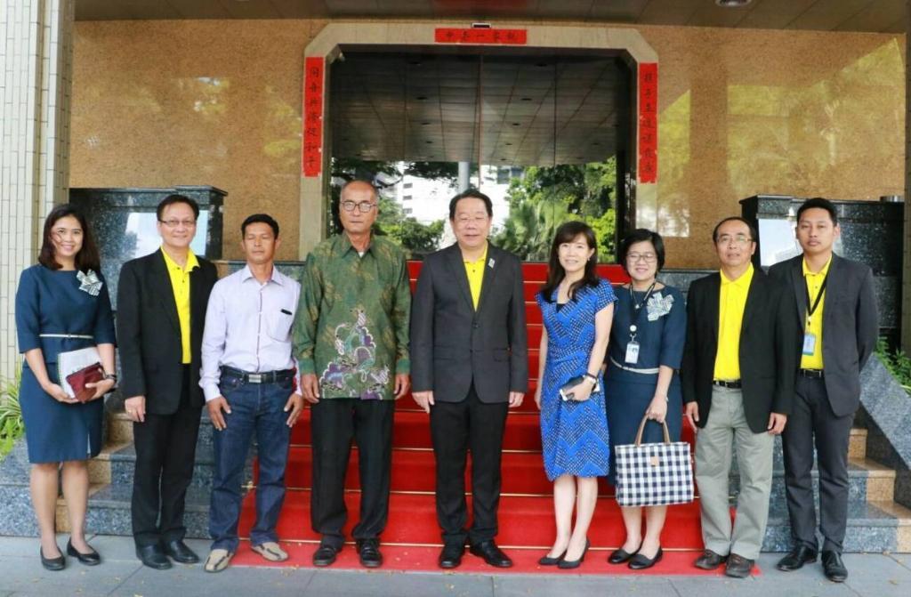 """""""ส้มโอทับทิมสยาม"""" ผลไม้มงคลแห่งมิตรภาพ..ร่วมฉลอง 69 ปี การสถาปนาสาธารณรัฐประชาชนจีน"""