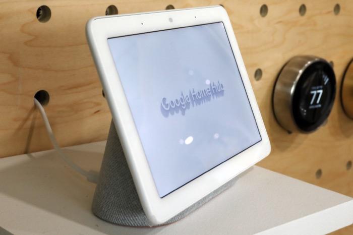 Google Home Hub อุปกรณ์สั่งงานด้วยเสียงที่มีหน้าจอสำหรับแสดงวิดีโอ แต่ไม่มีกล้องวิดีโอในอุปกรณ์