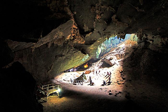 ลานแสงมรกต ที่เป็นดังสัญลักษณ์แห่งถ้ำภูผาเพชร