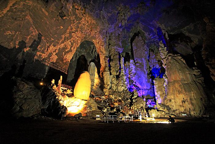 ห้องโถงใหญ่ ไฮไลท์สำคัญของถ้ำภูผาเพชร