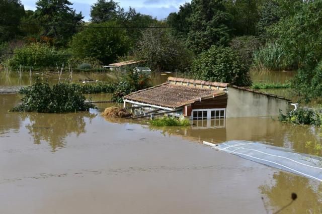 น้ำท่วมฉับพลันทางตะวันตกเฉียงใต้ของฝรั่งเศส ตายอย่างน้อย 13 ราย