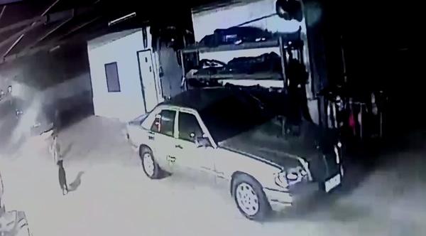 เกิดเหตุเพลิงไหม้รถยนต์ที่จอดเสียหน้าเต้นท์รถกลางเมืองจันทบุรี