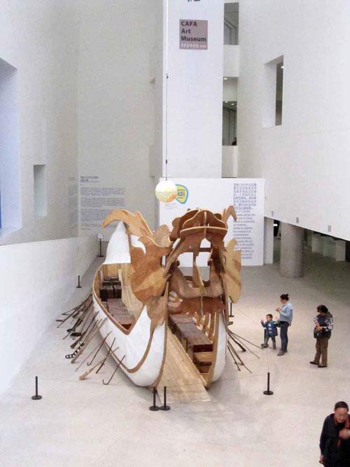"""""""เรือมังกร"""" ที่ศูนย์การเรียนรู้ธนาคารแห่งประเทศไทย (ภาพจาก BAB)"""