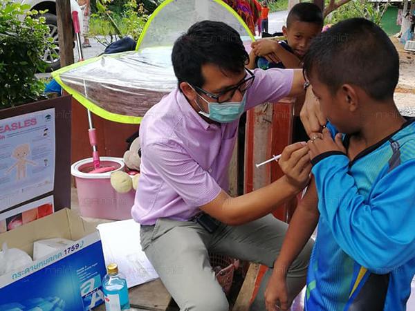 """สาธารณสุขเบตงเดินหน้าสยบ """"โรคหัด"""" เร่งค้นหาผู้สัมผัสผู้ป่วยให้วัคซีนป้องกัน"""