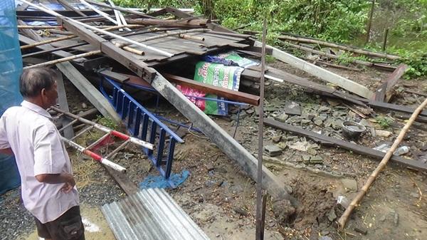 พายุถล่มเมืองอ่างทองบ้านเรือนประชาชนเสียหายกว่า 200 หลังคาเรือน