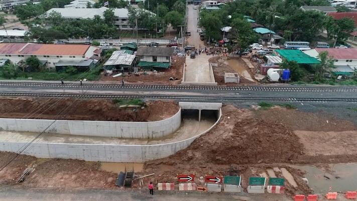 อุโมงค์ลอดทางรถไฟ จุดตัดถนนเมืองพล-แวงน้อย-แวงใหญ่ อ.พล จ.ขอนแก่น ที่กำลังเป็นปัญหา เพราะทั้งเตี้ยและแคบ
