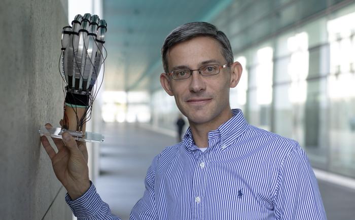 """นักวิทย์ คิดค้นถุงมือ VR """"บางเฉียบ"""" เพื่อสัมผัสที่ดีกว่า"""