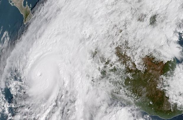 เม็กซิโกขวัญกระเจิง พายุ'วิลลา'ทวีความรุนแรงเป็นเฮอร์ริเคนระดับ5!!